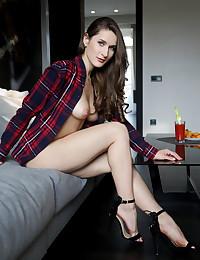 Visy featuring Elina by Leonardo