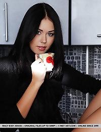 "Macy B: ""Vidrot"" by Arkisi"