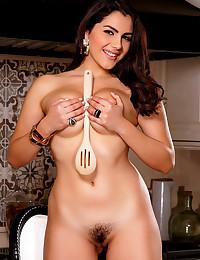 Erotic Valentina Nappi masturbating her juicy pussy while cooking
