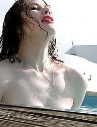 16 Aug 2015 - In a Pool - 08:55 film - Heidi