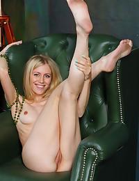 Free FEMJOY Gallery - DORI K. - Naked Love - FEMJOY