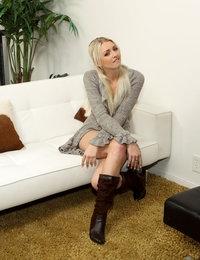 Waiting Room featuring Franziska Facella & Layden Sin by Als Photographer