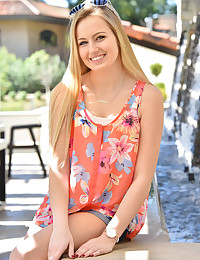 Scarlett Cute Blonde Teen